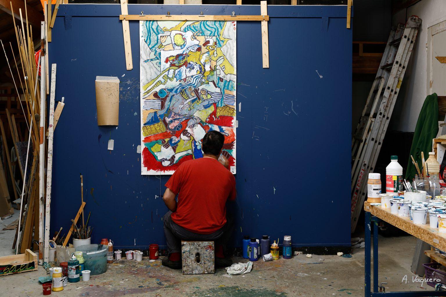 L'artiste Franck CAVADORE dans son atelier de Tarnos 2 © Alexandra VAQUERO
