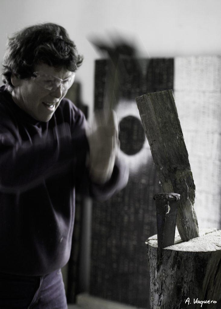 Portrait de l'artiste Christiane Giraud dans son atelier d'Ustaritz Pays Basque - 2 - © Alexandra VAQUERO