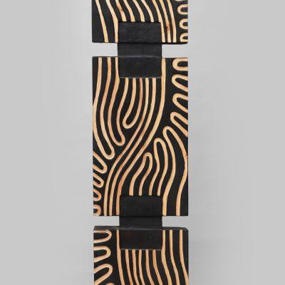 Arbre 1 - Sculpture en tilleul - Artiste Christiane GIRAUD - Hauteur 175 cm Largeur 30 cm Profondeur 11 cm - © Alexandra VAQUERO