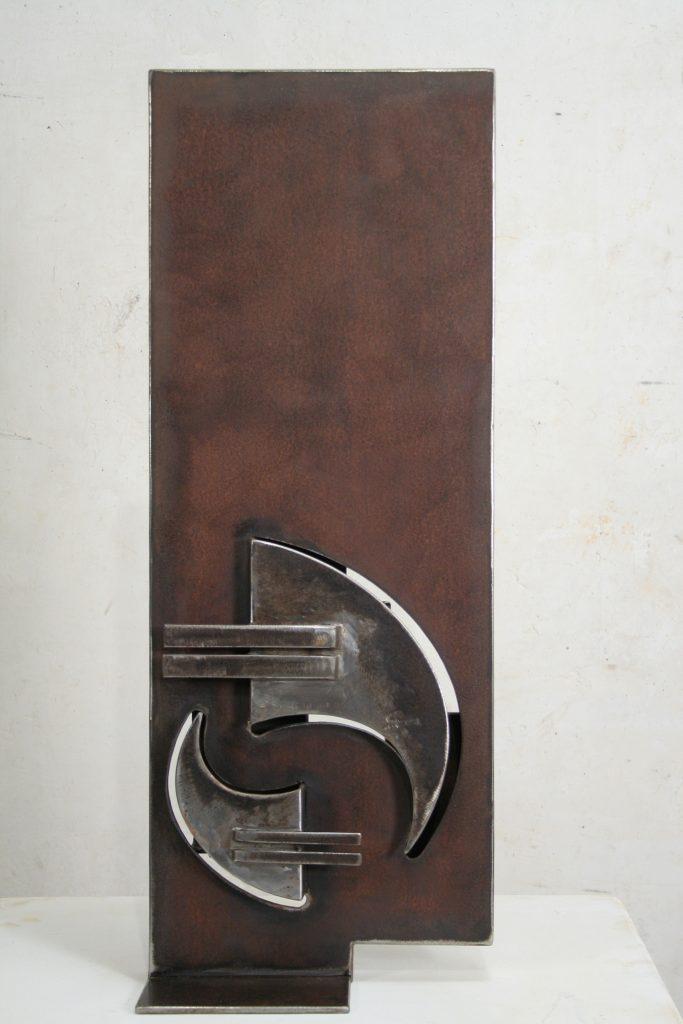BEC ET ONGLE - sculpture de Gilles PLANTADE - acier Corten - vue de face