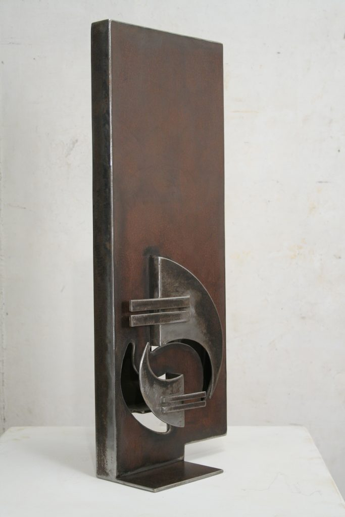 BEC ET ONGLE - Sculpture de Gilles PLANTADE - acier Corten - vue de profil